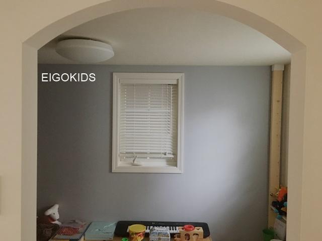 子供部屋のペンキ塗り